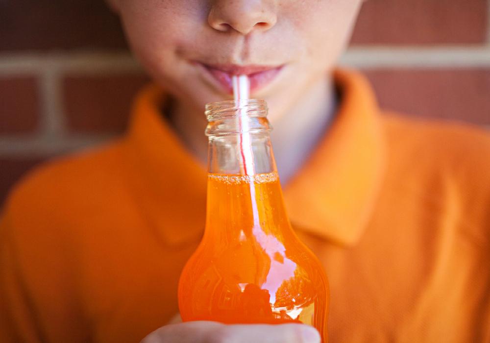 El consumo regular de bebidas azucaradas puede causar diabetes