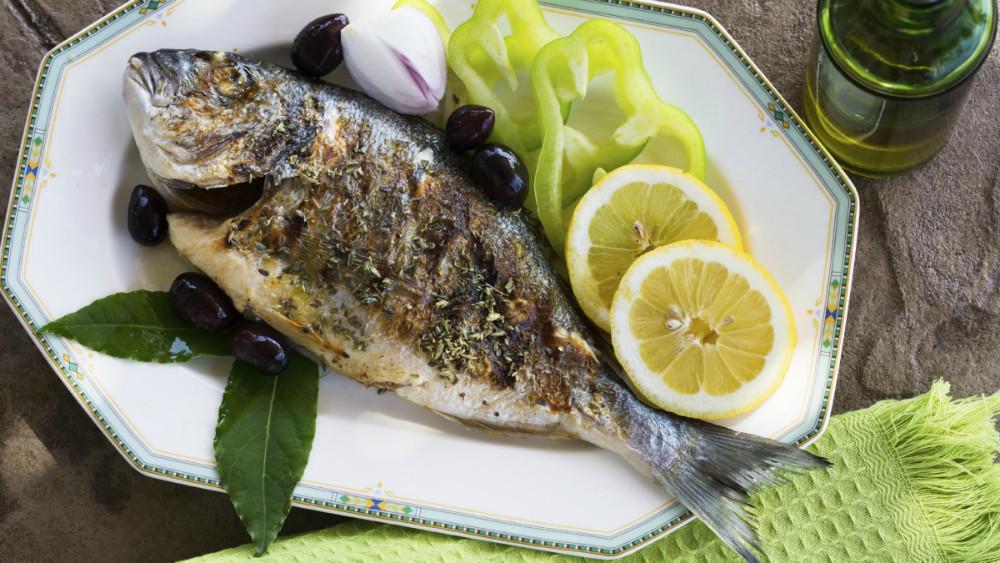 Comer pescado podría reducir el riesgo de ataque al corazón en pacientes con diabetes tipo 2