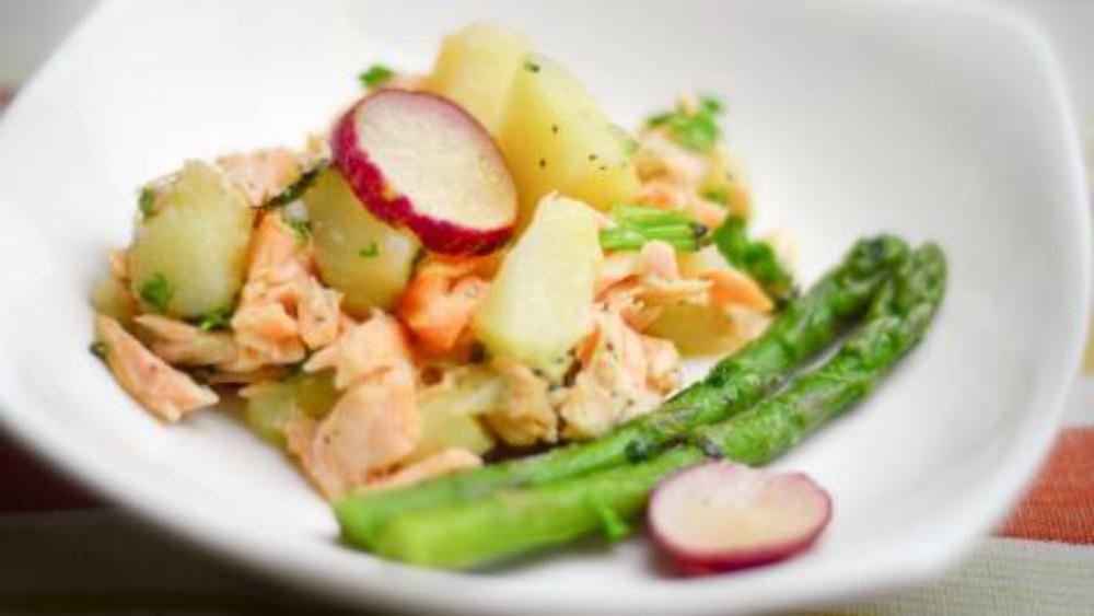 Receta de ensalada caliente de salmón ahumado
