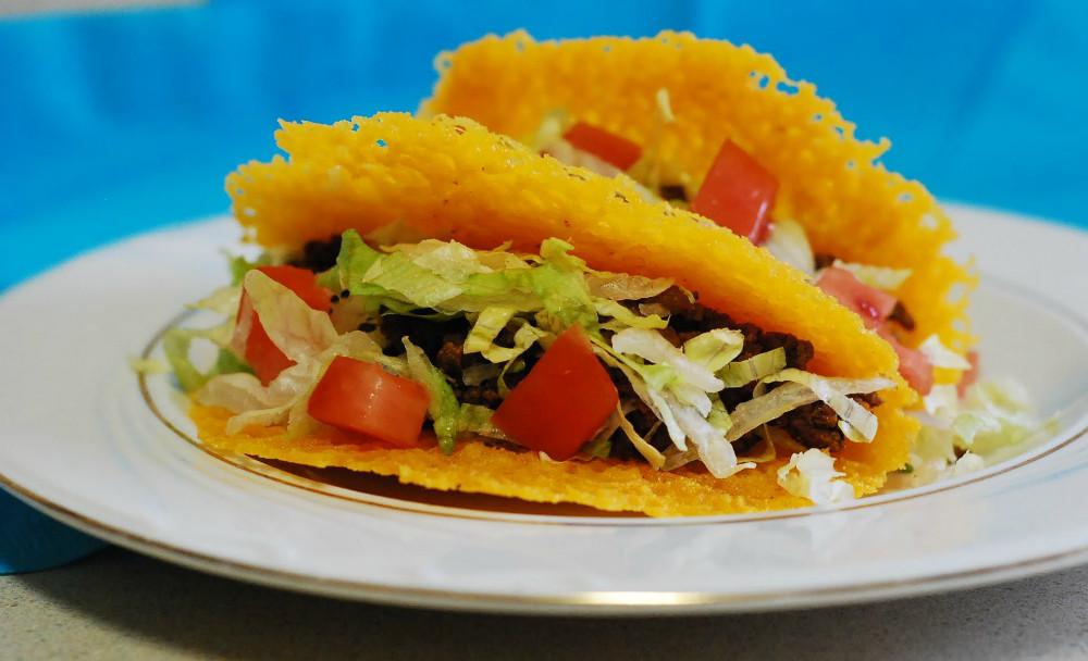 Receta de tacos bajos en carbohidratos con «tortilla» de queso