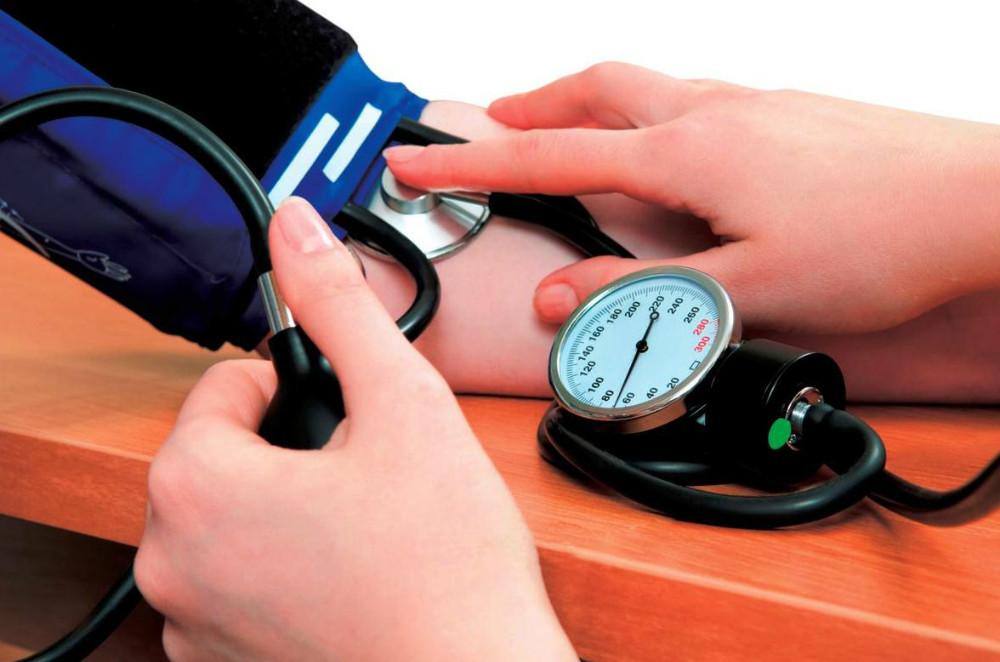 ¿Es importante tener la presión arterial bajo control, especialmente cuando se es diabético?