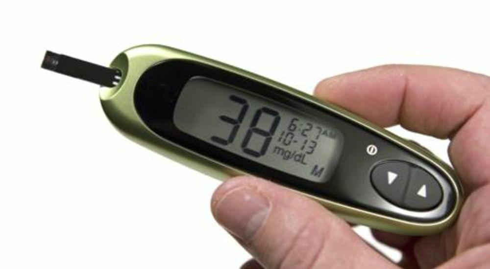 ¿Qué puede causar la hipoglucemia y cómo prevenirlo?