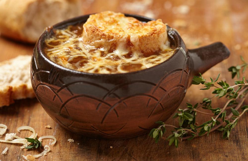 Receta de sopa de cebolla gratinada a la francesa